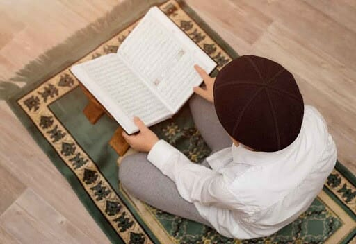 Get The Online Female Quran Tutor For Your Kids