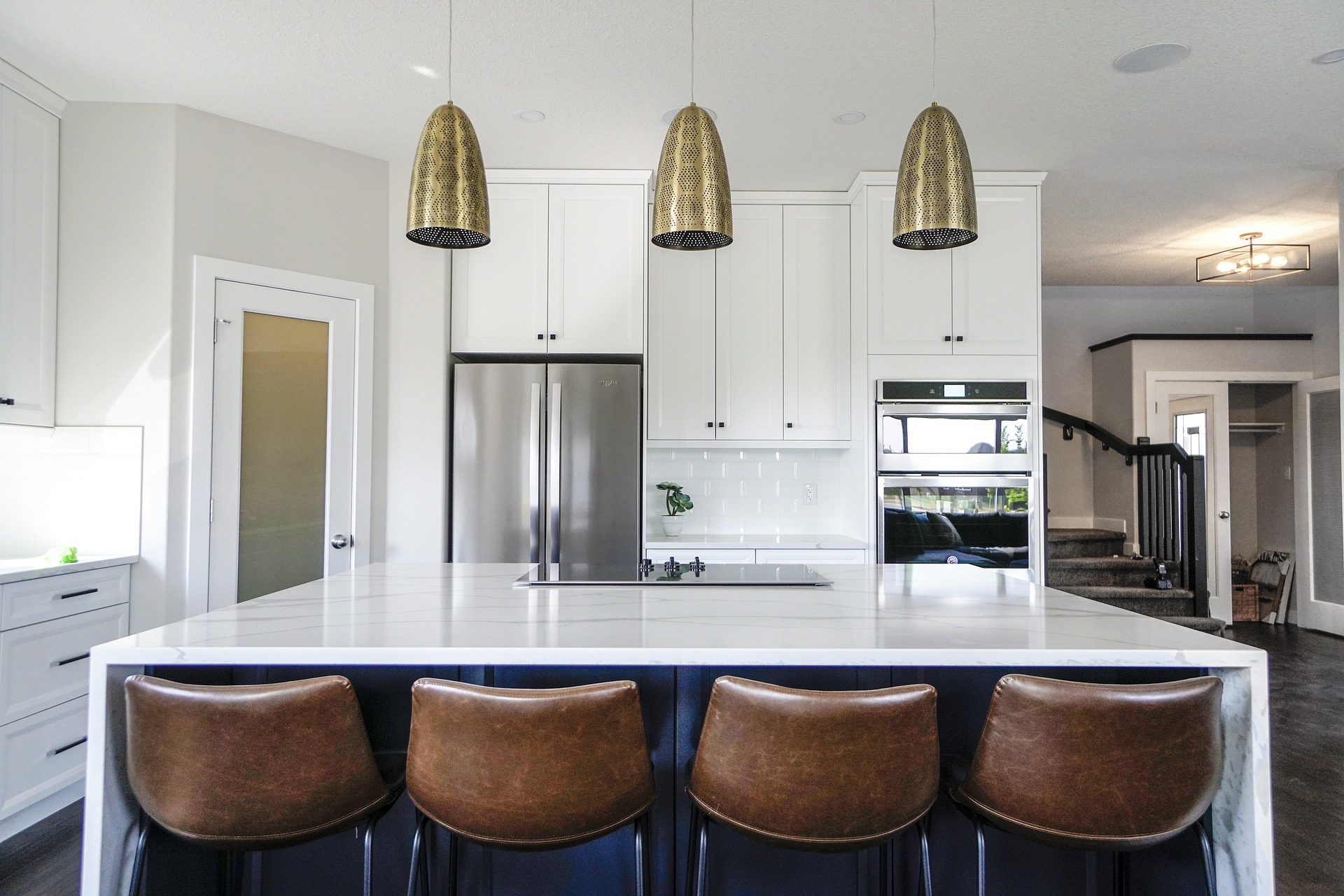 Why do people use white marble countertops?